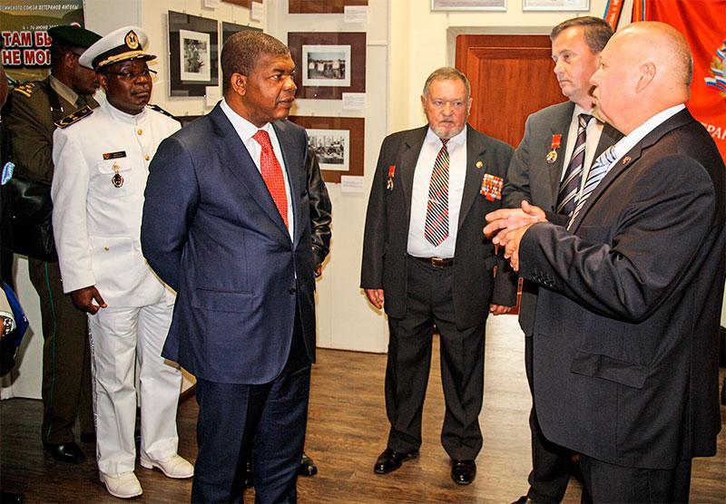 Высокий гость из Анголы Жоау Мануэл Лоуренсу посещает резиденцию и музей Союза ветеранов Анголы в Москве. 3 августа 2015 года. Фото А. Калмыкова.